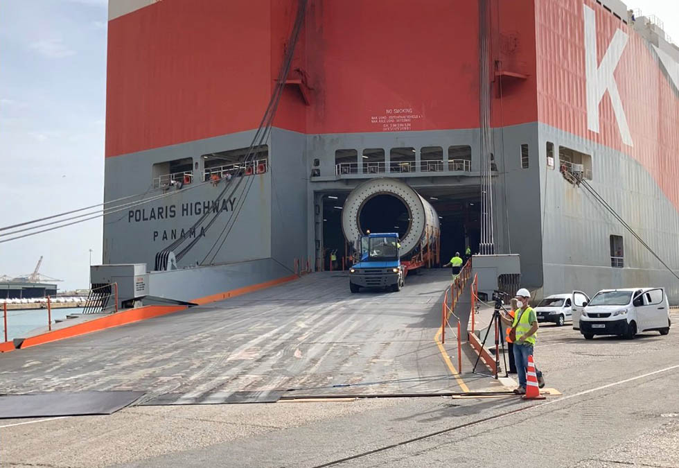 "Record-breaking cargo loaded on the ""K"" Line in Barcelona"